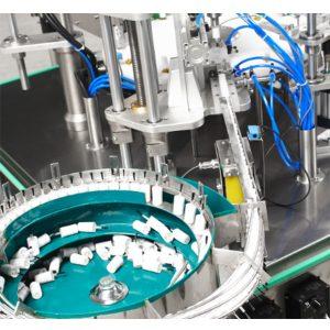 Автоматическая машина для наполнения и укупорки лака для ногтей